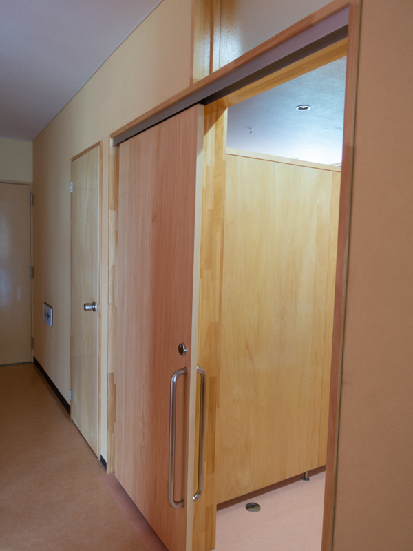 多目的トイレ扉
